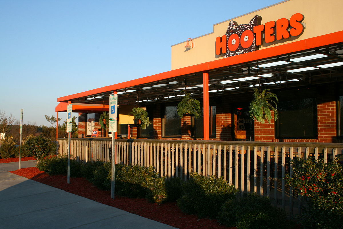 Hooters 2
