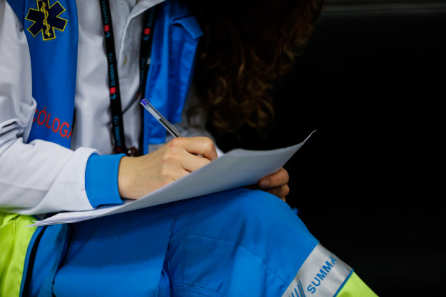 Una psicóloga sanitaria especializada en pandemia trabaja en el hospital provisional de IFEMA para dar un mejor apoyo a enfermos y familiares que estén sufriendo el impacto del Covid-19. En Madrid, (España), a 25 de abril de 2020.