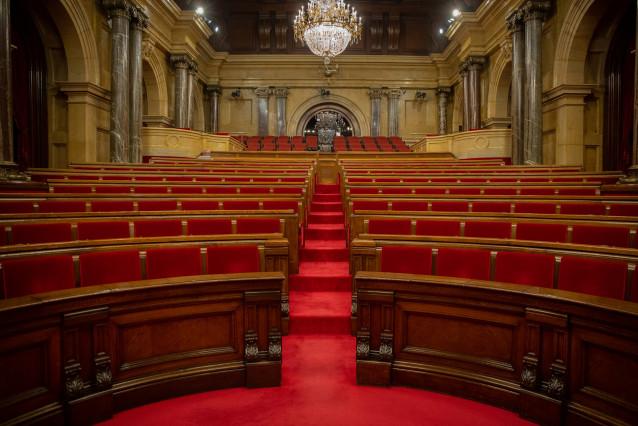 Hemiciclo del Parlament vacío antes del inicio de una sesión plenaria, en Barcelona, Catalunya (España), a 7 de julio de 2020.