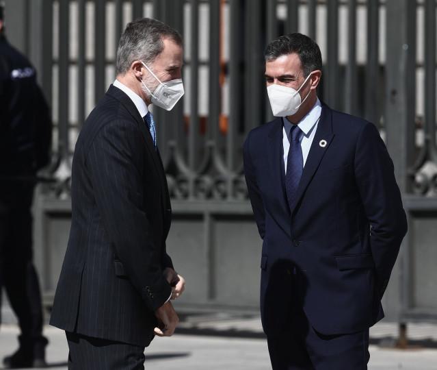 El presidente del Gobierno, Pedro Sánchez y el Rey Felipe VI a su llegada al acto con motivo del 40 aniversario del 23 de febrero