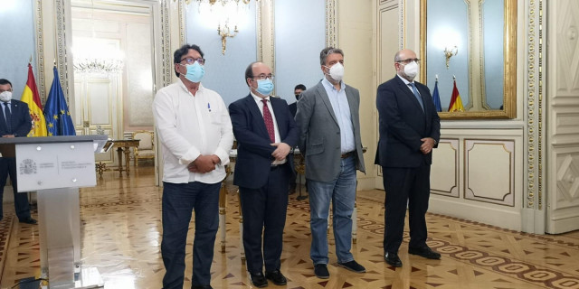 El Ministro de Política Territorial y Función Pública, Miquel Iceta, durante la firma del acuerdo para reducir la temporalidad.